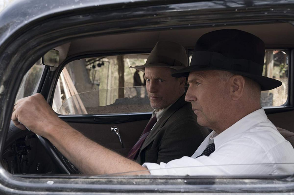 """תמונה של וודי הארלסון עם קווין קוסטנר מתוך """"הרודפים"""""""