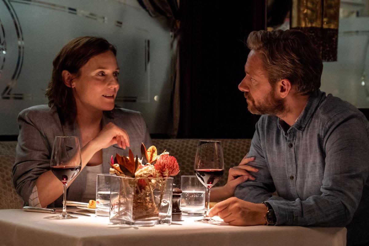 """תמונה של דיאן קרוגר עם מרטין פרימן מתוך """"המורה לאנגלית"""""""
