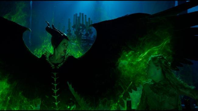 """""""מלפיסנט 2: אדונית הרשע"""". אל פאנינג, אנג'לינה ג'ולי."""