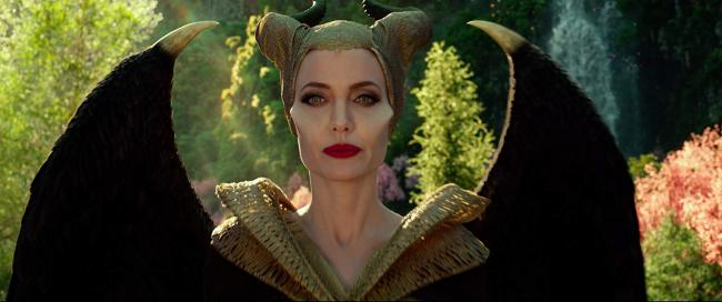 """""""מלפיסנט 2: אדונית הרשע"""". אנג'לינה ג'ולי."""