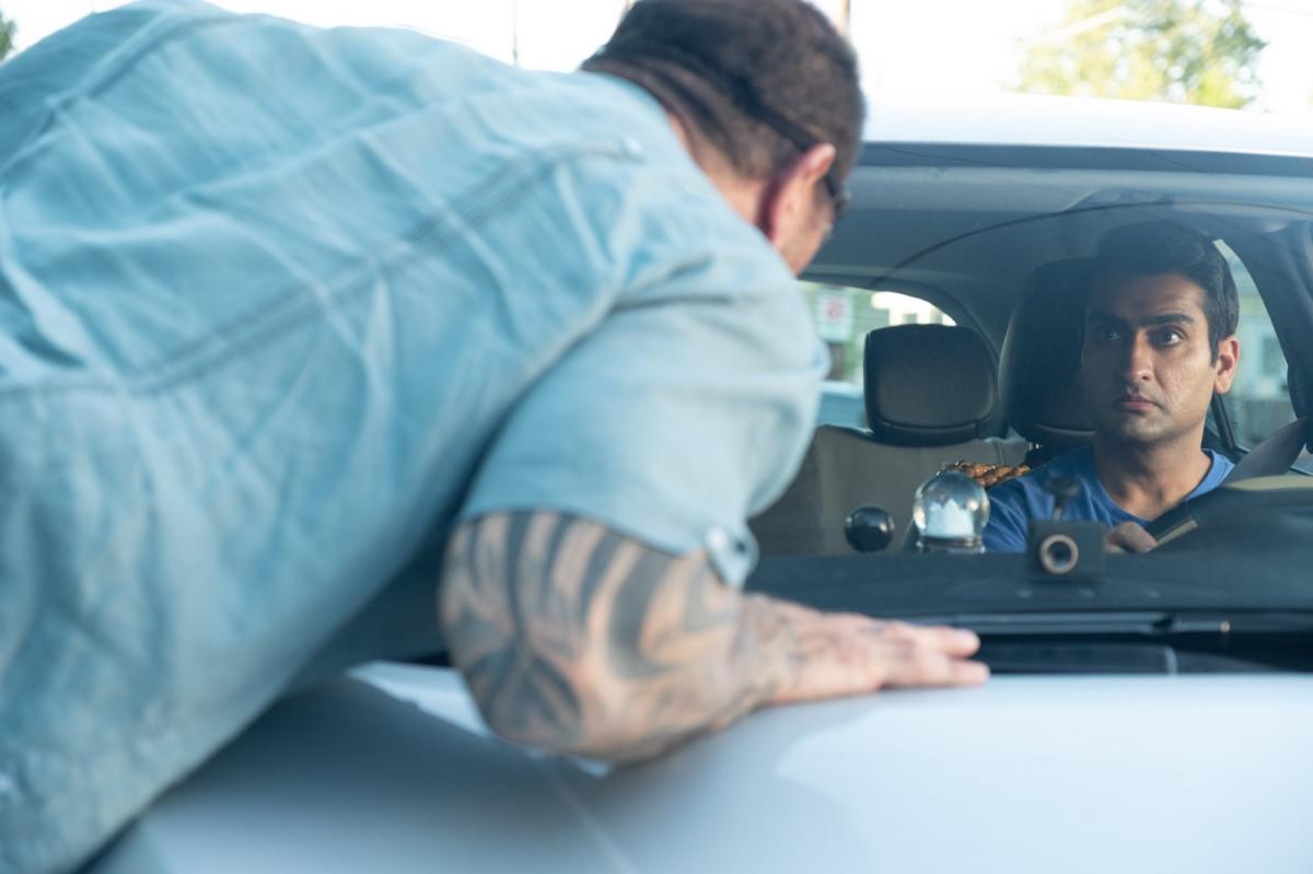 """תמונה של דייב בטיסטה עם קומייל ננג'יאני מתוך """"שוטר על הדרך"""""""