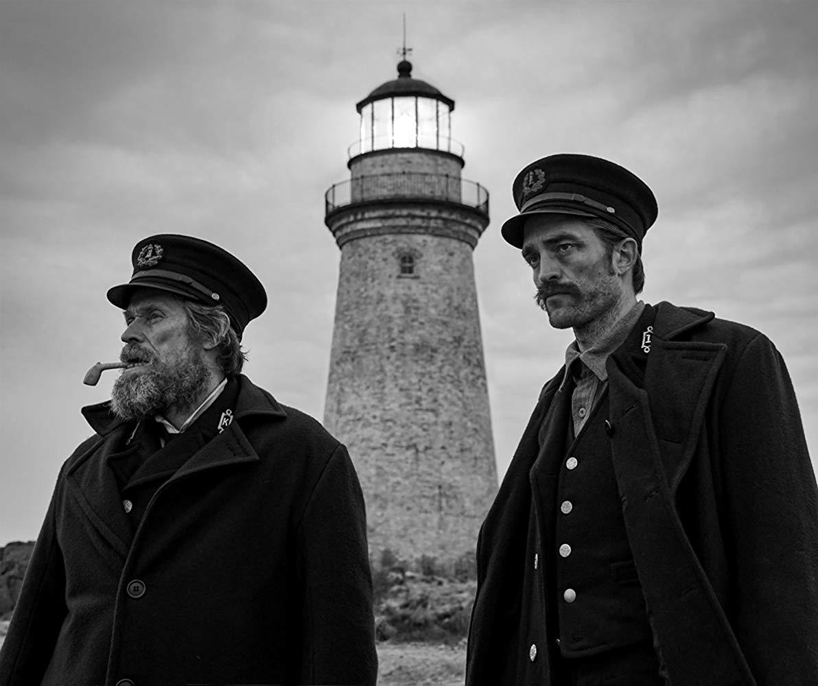 """תמונה של ווילם דפו עם רוברט פטינסון מתוך """"המגדלור"""""""