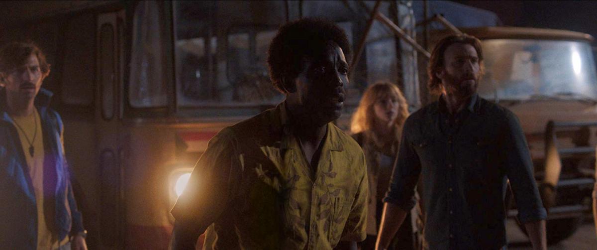 """תמונה של מייקל קנת וויליאמס עם כריס אוואנס, היילי בנט, מיכאיל הויסמן מתוך """"אתר הצלילה בים האדום"""""""