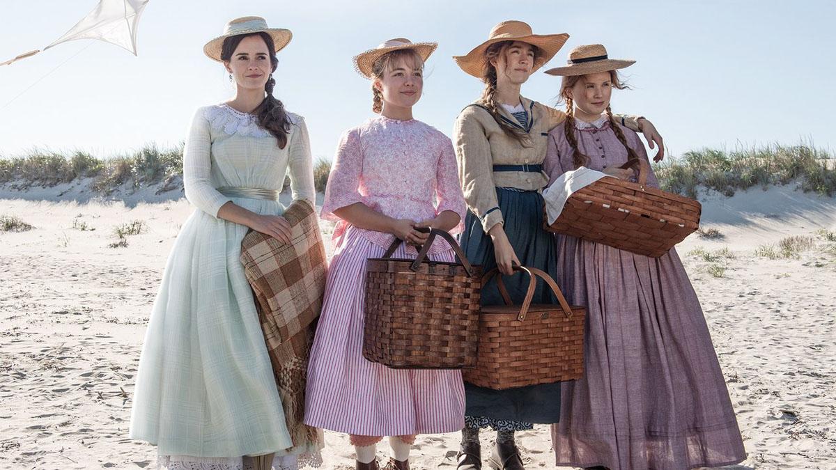 """תמונה של סירשה רונאן עם אלייזה סקנלן, פלורנס פו, אמה ווטסון מתוך """"נשים קטנות"""""""