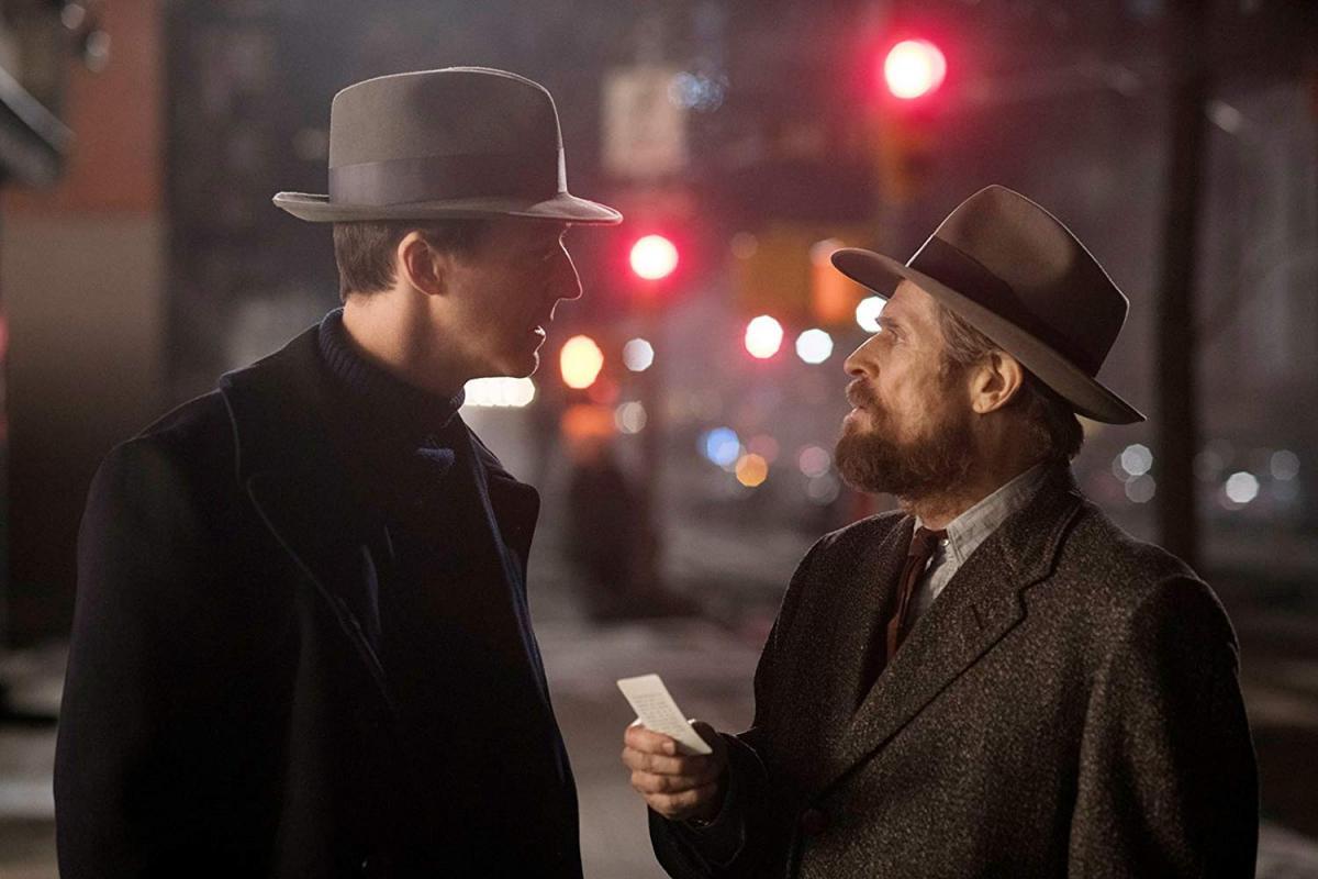"""תמונה של ווילם דפו עם אדוארד נורטון מתוך """"עיר יתומה"""""""