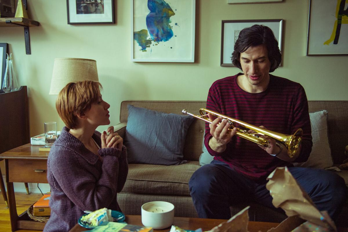 """תמונה של אדם דרייבר עם סקרלט ג'והנסון מתוך """"סיפור נישואים"""""""