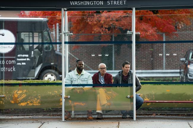 """""""הצדק של ספנסר"""". מארק וולברג, אלן ארקין, ווינסטון דיוק."""