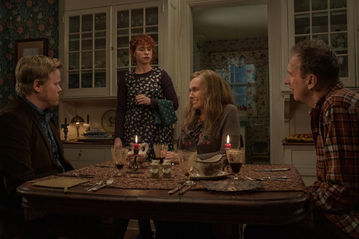 """תמונה של ג'סי פלמונס עם דיויד ת'ווליס, טוני קולט, ג'סי באקלי מתוך """"אני חושבת לגמור את זה"""""""