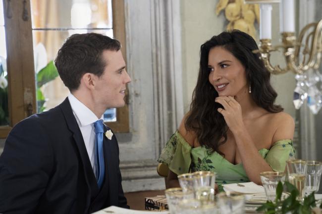 """""""אהבה, חתונה והכל מהתחלה"""". אוליביה מאן, סאם קלפלין."""