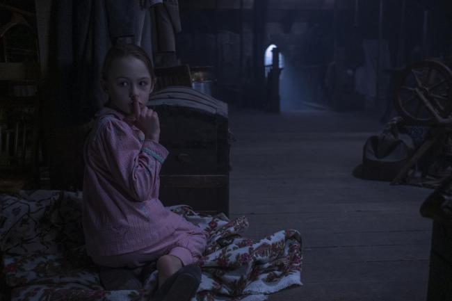 """""""מי מתגורר באחוזת בליי"""". אמלי ביה סמית'."""
