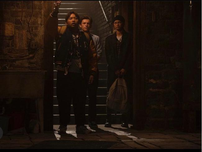 """""""ספיידרמן: אין דרך הביתה (ש.ל.ר)"""". זנדאיה, טום הולנד, ג'ייקוב בטאלון."""