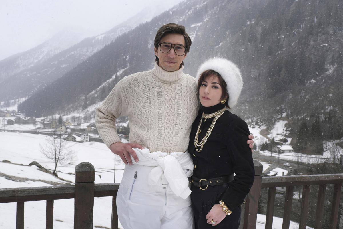"""תמונה של אדם דרייבר עם ליידי גאגא מתוך """"בית גוצ'י (ש.ל.ר)"""""""