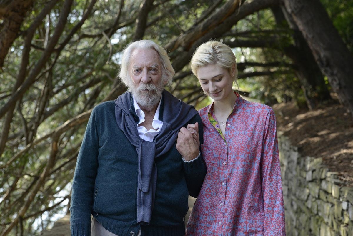 """תמונה של דונלד סאת'רלנד עם אליזבת' דביקי מתוך """"הציור"""""""