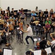 התזמורת עם הכלים השבורים