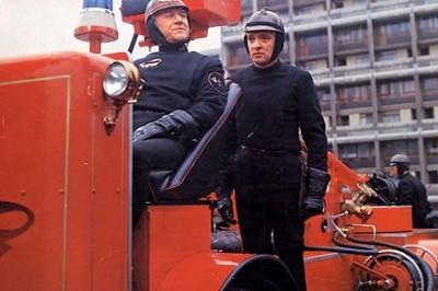 """תמונה של סיריל קיוזאק עם אוסקר וורנר מתוך """"פרנהייט 451"""""""