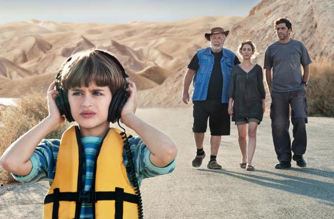"""""""פלפלים צהובים"""". עלמה זק, יוסי מרשק, יהודה ברקן, מיכאל זפסוצקי. צילום: צחי צלניקר."""