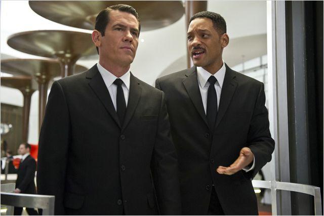 """""""גברים בשחור 3"""". ג'וש ברולין, וויל סמית'."""