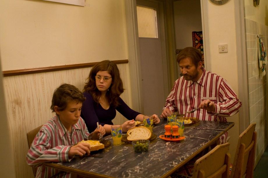 """תמונה של רואי אלסברג עם ברנדה בלת'ין, יהודה אלמגור, יעל סגרסקי מתוך """"הדקדוק הפנימי"""""""