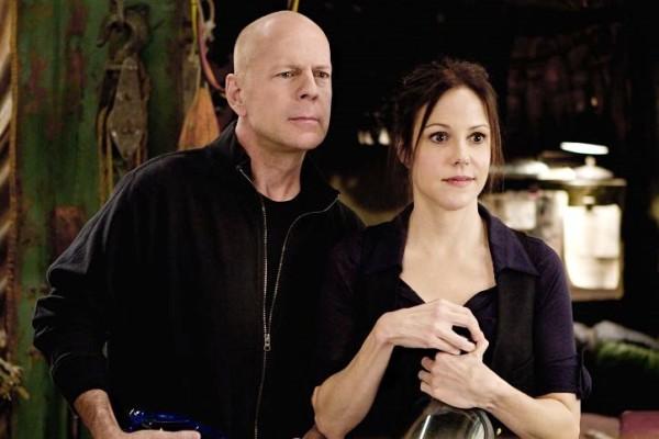רד: ברוס וויליס עם מרי לואיז פארקר.