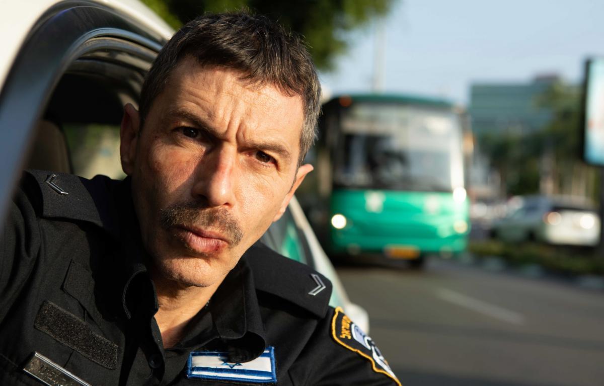 """תמונה של יובל סמו מתוך """"השוטר הטוב"""""""