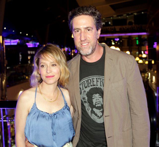 """תמונה של עלמה זק עם אלון נוימן מתוך """"הערת שוליים"""""""