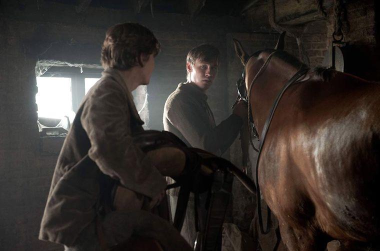 """תמונה של לאונרד קרו עם דיויד קרוס מתוך """"סוס מלחמה"""""""