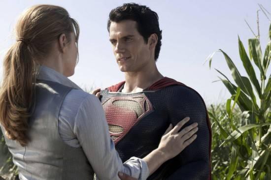 """""""סופרמן: איש הפלדה"""". איימי אדמס, הנרי קביל."""