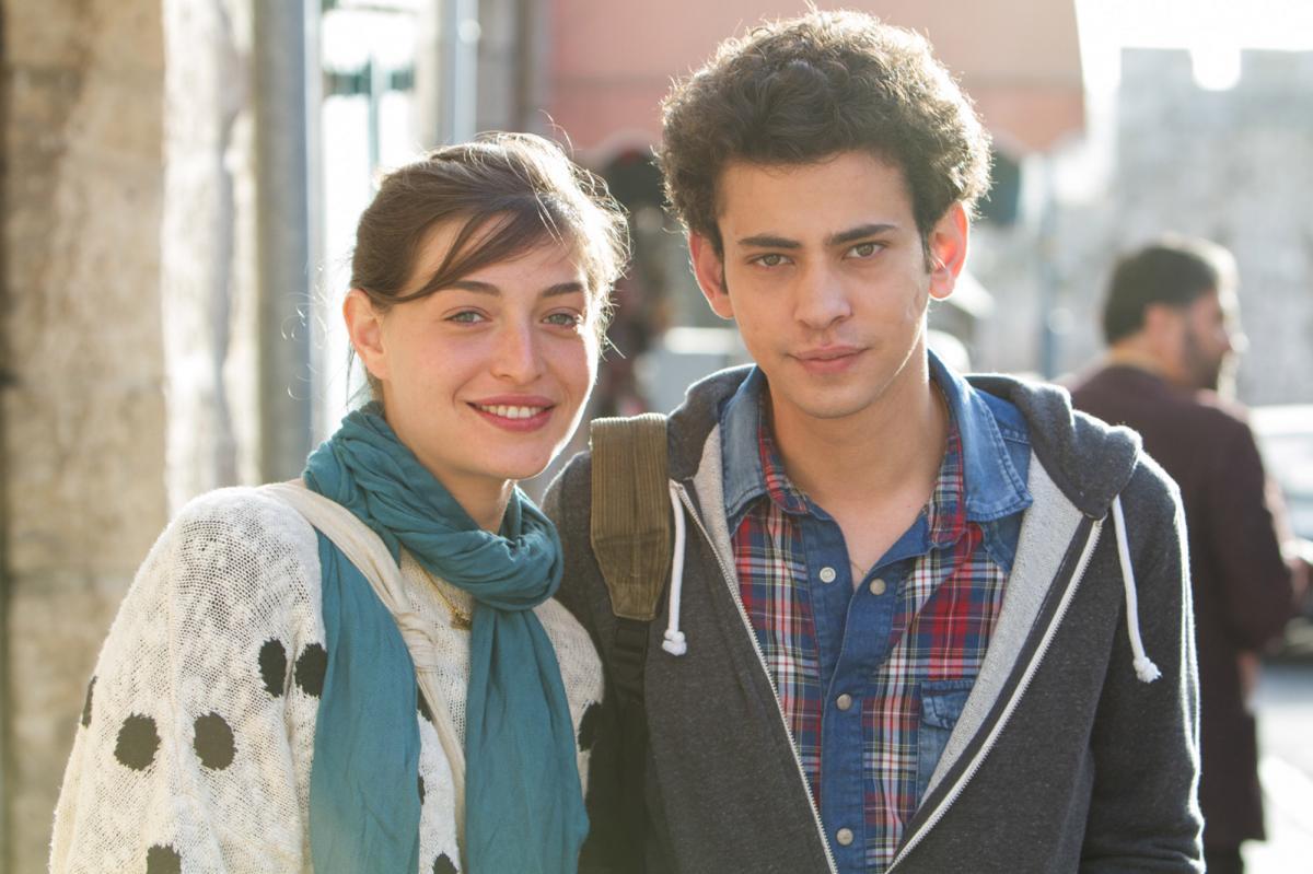 """תמונה של תאופיק ברהום עם דניאל קיציס מתוך """"ערבים רוקדים"""""""