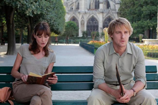 """""""חצות בפריז"""". אוון ווילסון, קרלה ברוני-סרקוזי."""