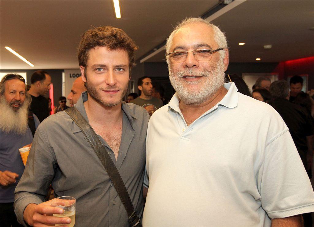 """תמונה של מרק רוזנבאום עם מיכאל אלוני מתוך """"הנותנת"""""""