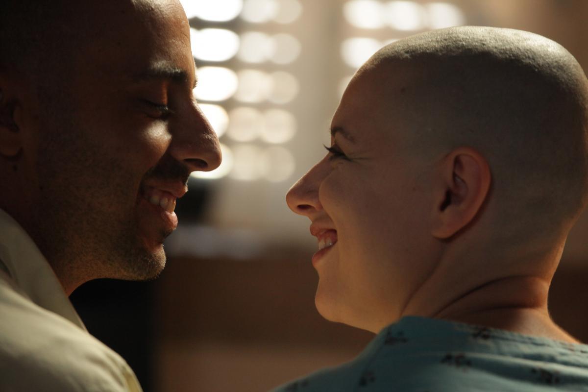 """תמונה של אולה שור סלקטר עם אלי פיניש מתוך """"העולם מצחיק"""""""