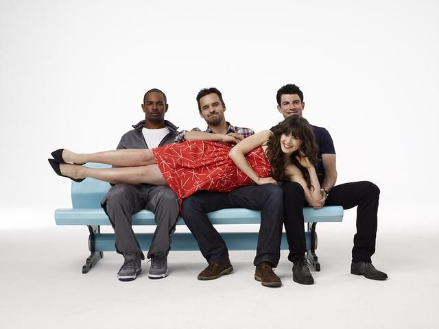 """תמונה של דיימון וויינס ג'וניור עם זואי דשנל, מקס גרינפילד, ג'ייק ג'ונסון מתוך """"הבחורה החדשה"""""""