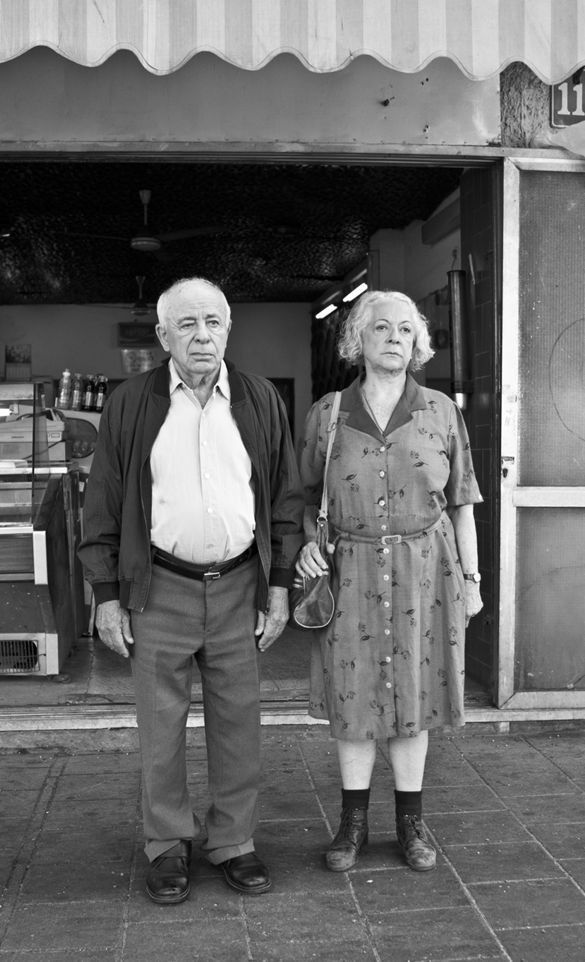 """תמונה של יוסף כרמון עם רבקה גור מתוך """"חיותה וברל"""""""