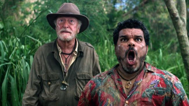 """""""מסע אל האי המסתורי"""". לואיס גוזמן עם מייקל קיין."""