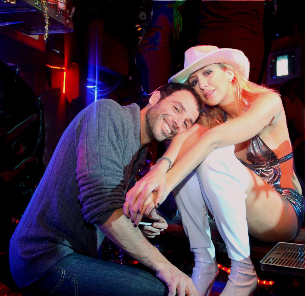 """תמונה של ג'וליה לוי-בוקן עם גיא אריאלי מתוך """"אלנבי"""""""