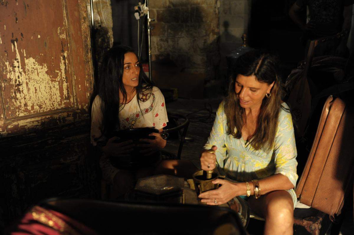 """תמונה של אסתי ירושלמי עם ריטה שוקרון מתוך """"אנשים כתומים"""""""