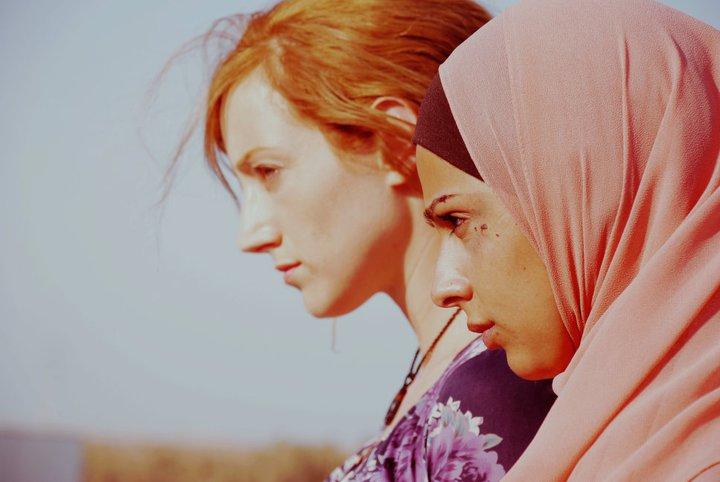 """תמונה של הילה וידור עם מייסה עבד אל-הדי מתוך """"לאן שאת נוסעת"""""""