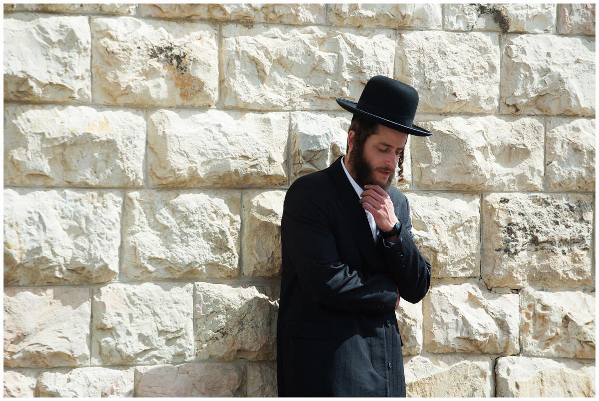 """תמונה של מיכאל אלוני מתוך """"שטיסל"""""""