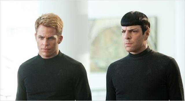 """סטארטרק 2: האויב בתוכנו"". זאקרי קווינטו, כריס פיין."
