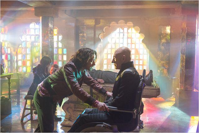 """תמונה של פטריק סטוארט עם ג'יימס מק'אבוי מתוך """"אקס-מן: העתיד שהיה"""""""