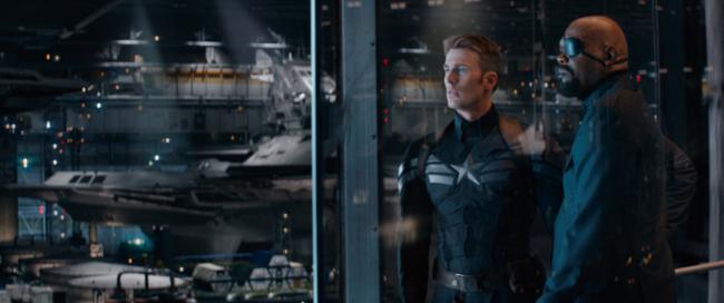 """""""קפטן אמריקה 2: חייל החורף"""". סמואל ל. ג'קסון, כריס אוואנס."""
