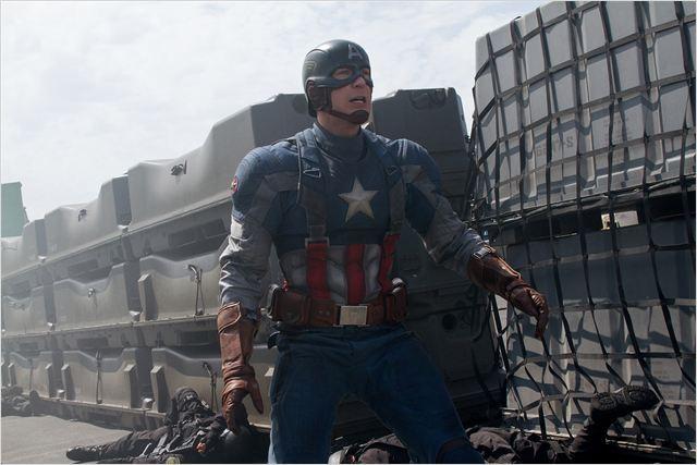 """""""קפטן אמריקה 2: חייל החורף"""". כריס אוואנס."""