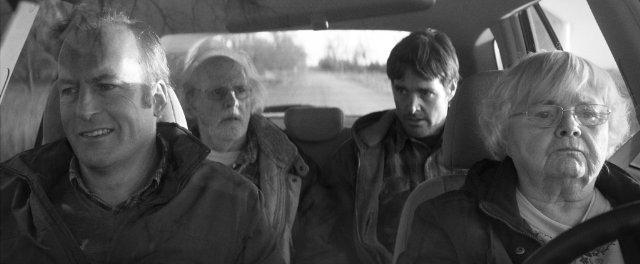 """תמונה של וויל פורטה עם בוב אודנקירק, ברוס דרן, ג'ון סקוויב מתוך """"נברסקה"""""""