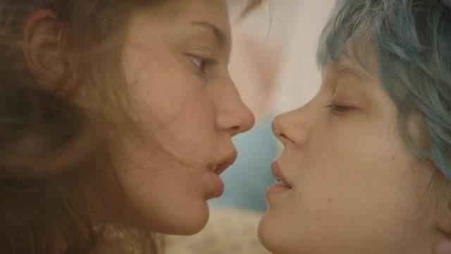 """תמונה של ליה סיידו עם אדל אקסארקופולוס מתוך """"כחול הוא הצבע החם ביותר"""""""