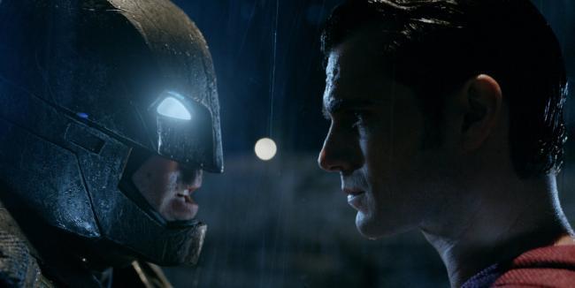 """""""באטמן נגד סופרמן: שחר הצדק"""". הנרי קאוויל, בן אפלק."""