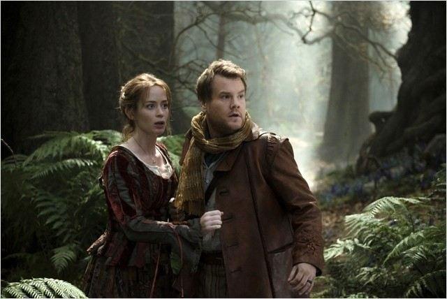 """תמונה של ג'יימס קורדן עם אמילי בלאנט מתוך """"אל תוך היער"""""""