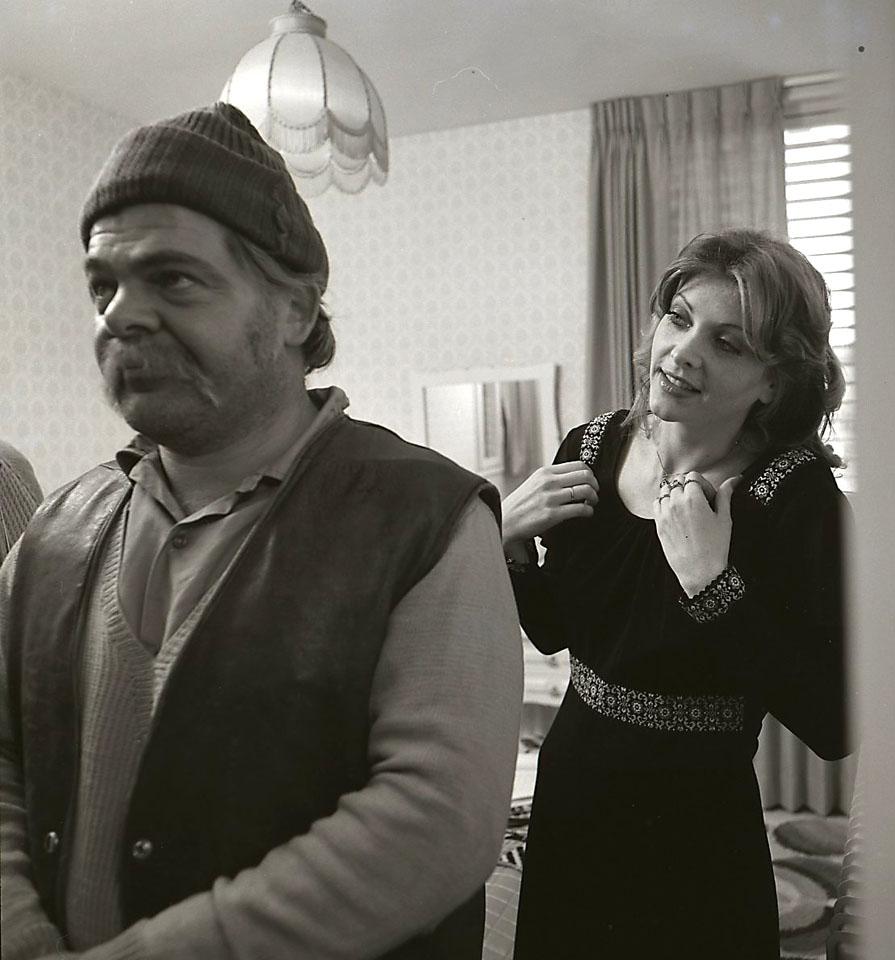"""תמונה של ראובן בר-יותם עם טלי גולדברג מתוך """"יהיה טוב סלמוניקו"""""""