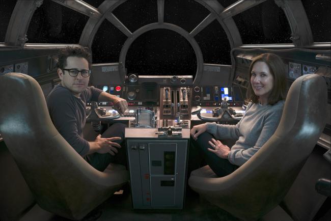 """""""מלחמת הכוכבים: פרק 7 - הכוח מתעורר"""". קתלין קנדי, ג'יי-ג'יי אברמס."""