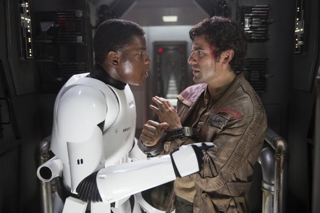 """""""מלחמת הכוכבים: פרק 7 - הכוח מתעורר"""". אוסקר אייזק, ג'ון בויגה."""