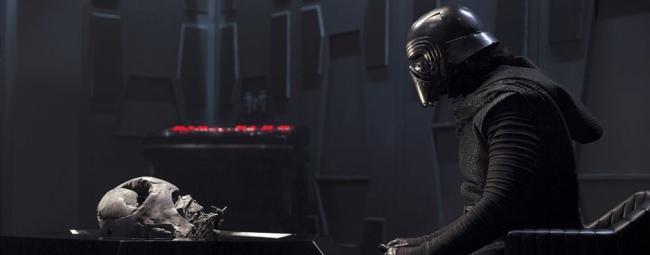 """""""מלחמת הכוכבים: פרק 7 - הכוח מתעורר""""."""